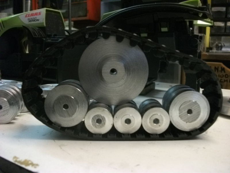 Xérion 5000 chenillé à boite 3 vitesses articulé en base carrosserie Bruder. Au 1/14 911335Xrion5000partirdeBruder019