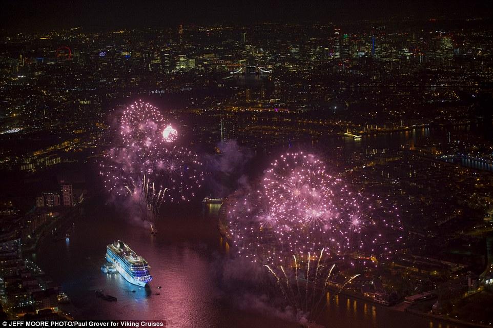 Performances à Londres pour les paquebots 'Viking Sea' et 'Viking Sun' (2016, 2018 & 2019) 912248VikingSeaship2