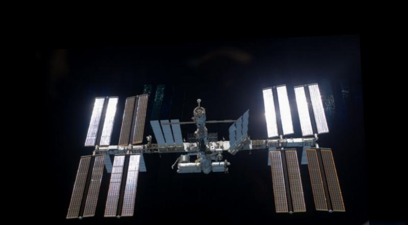 2012: le 19/08 à 23h 30 - ovni,  satellite?Lumière étrange dans le ciel  - sévignac (22)  915303ISS1