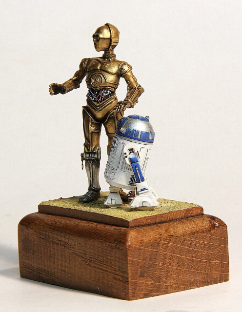 """I'd better knock I suppose."" C3PO et R2D2  70 mm 926411002"