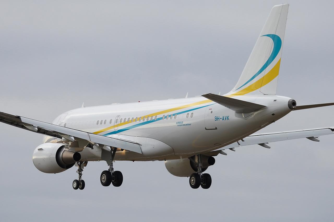 [21/12/2013] A319CJ (9H-AVK) Comlux    936661GRX9292