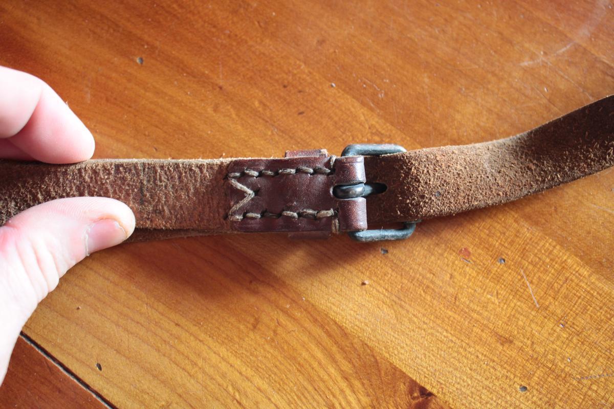 1 musette et une petite sacoche en cuir à identifier 944355scIMG3309