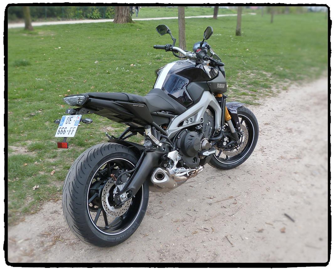 Photos de toutes les Yamaha MT-09 du forum ! :) 945686MT09arriere