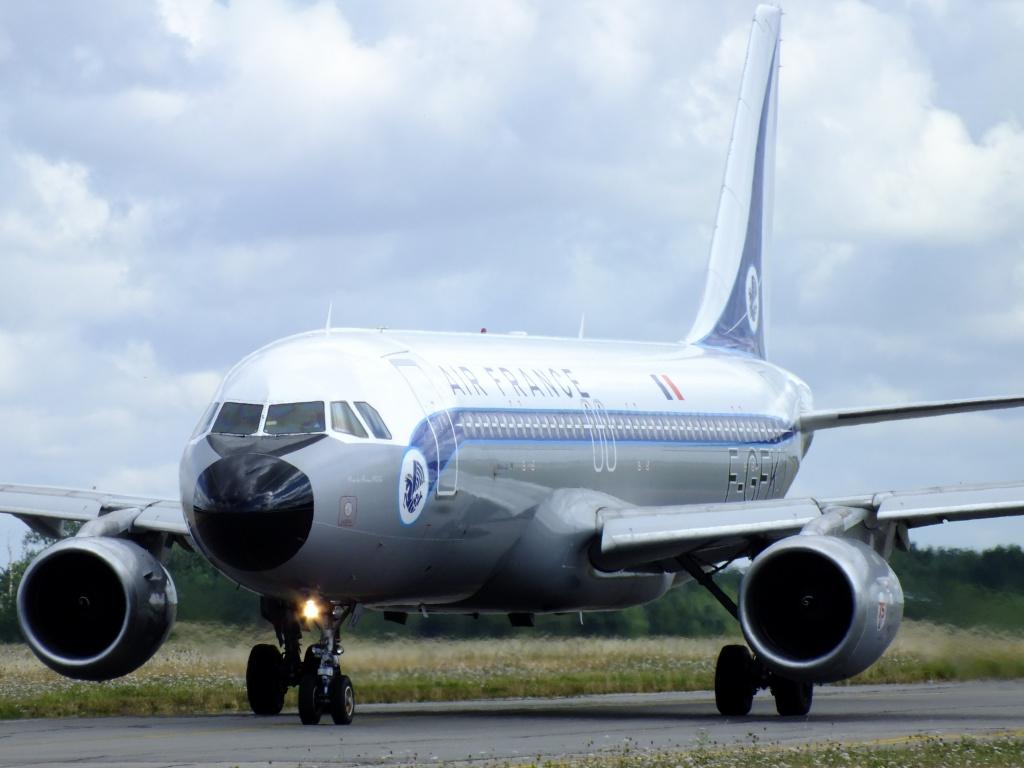 [F-GFKJ] A320 RetroJet Air France - Page 4 952728Aoutn3068