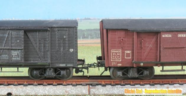 Wagons couverts à bogies maquette  958735VBcouvertbogiesTPUSmetalbrunmaquetteliedevinIMG3601R