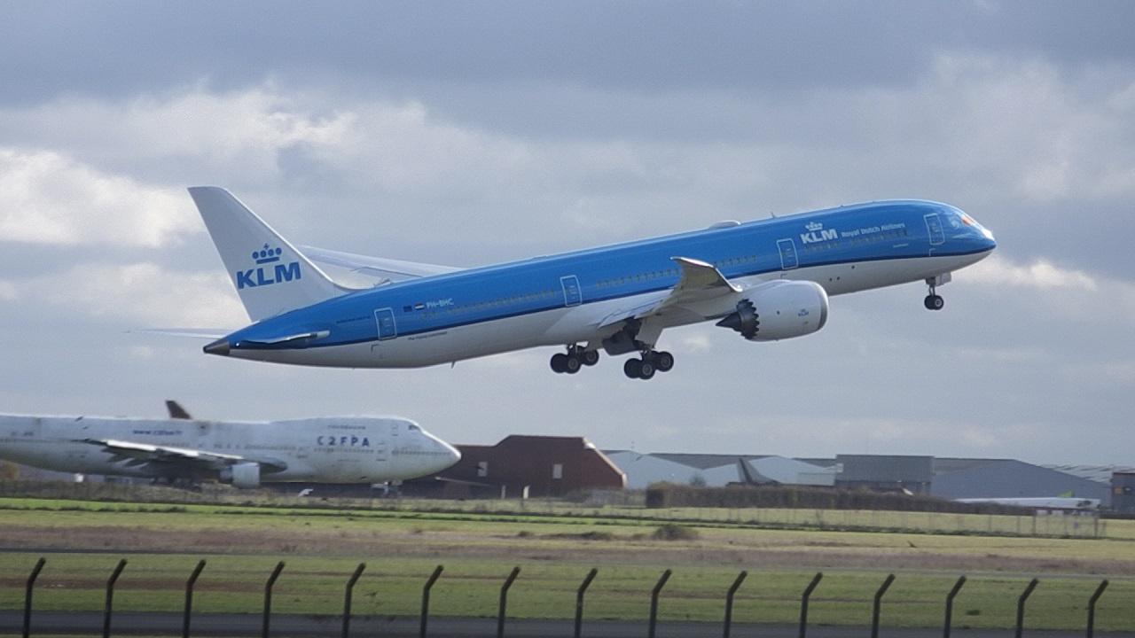 Châteauroux LFLX-CHR - 787 KLM ! (Novembre 2015) 973046KLM7876