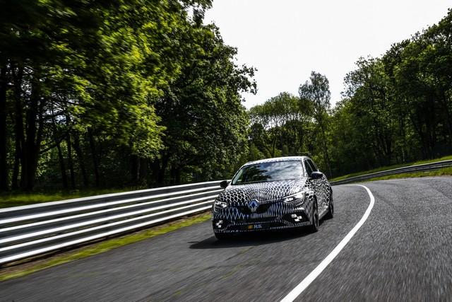 Nouvelle Mégane R.S offre 4 roues directrices et 2 châssis 9871009301316