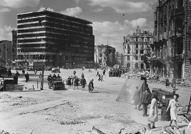 Avril 1945 : La bataille de Berlin - Page 3 991307PotsdamerPlatz1945