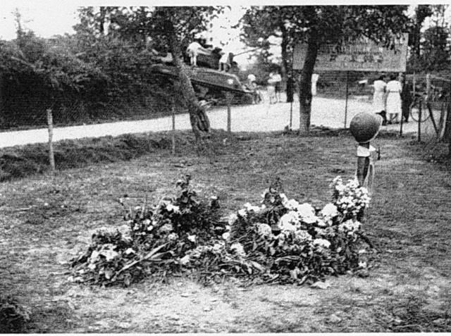 Sherman MONTEREAU II 2/501 RCC Italeri 1/35 998631lecarrefourdejouyenjossasen1944