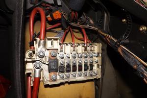 [ E39 525 TDS an 1998]problème décharge batterie... - Page 2 Mini_232983Fusibles