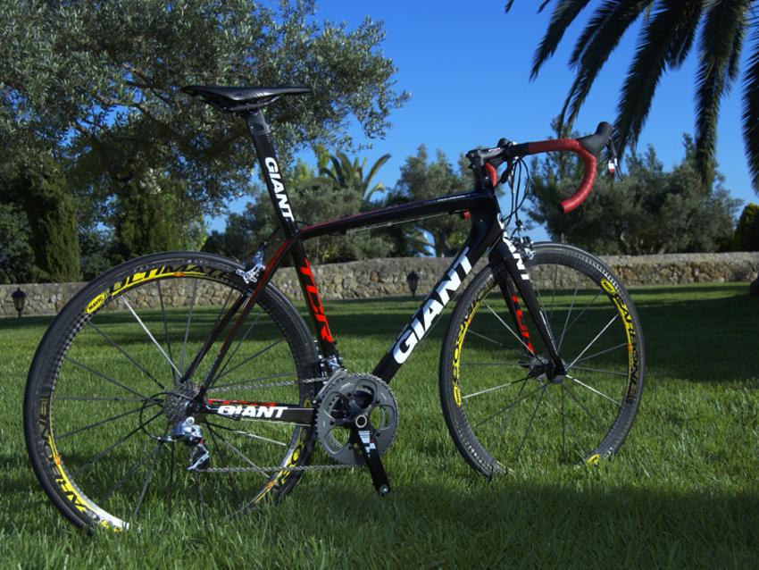 Nouveauté matériel & textile cyclisme 677696Giant_2009_TCR_Advanced_SL_ISP_Red_850_99
