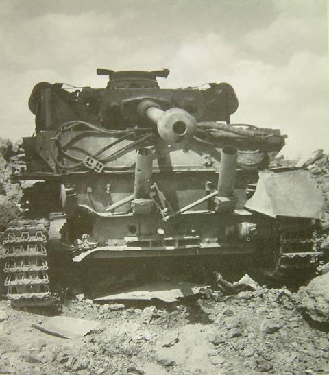 Les Panzer IV ausf H syriens !!! 114298syria04473