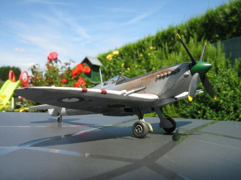 Spitfire Mk VIII RAAF [AZ Model] 114589IMG0028