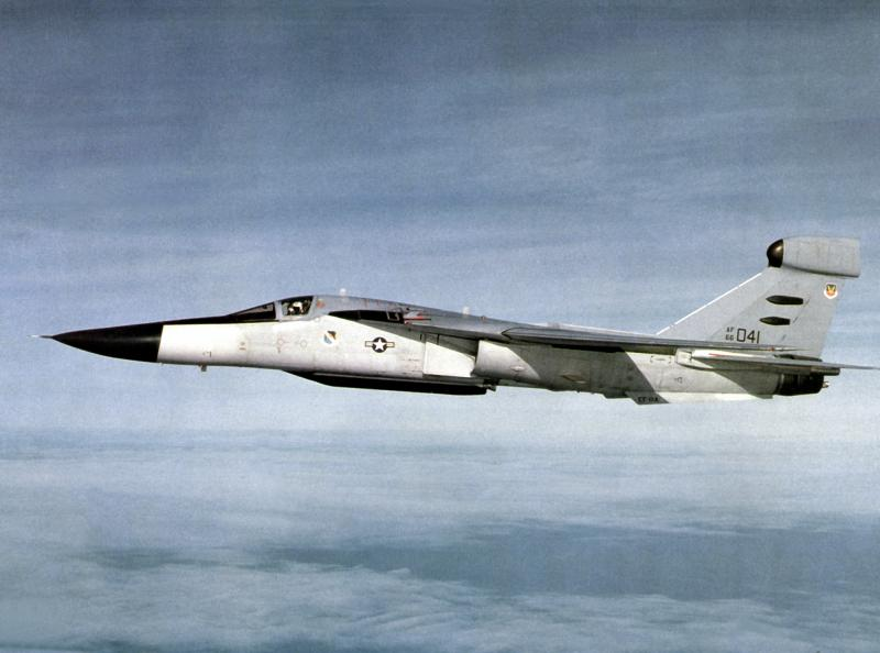 BOEING F/A-18E et F SUPER HORNET  116984GeneralDynamicsEF111Raven