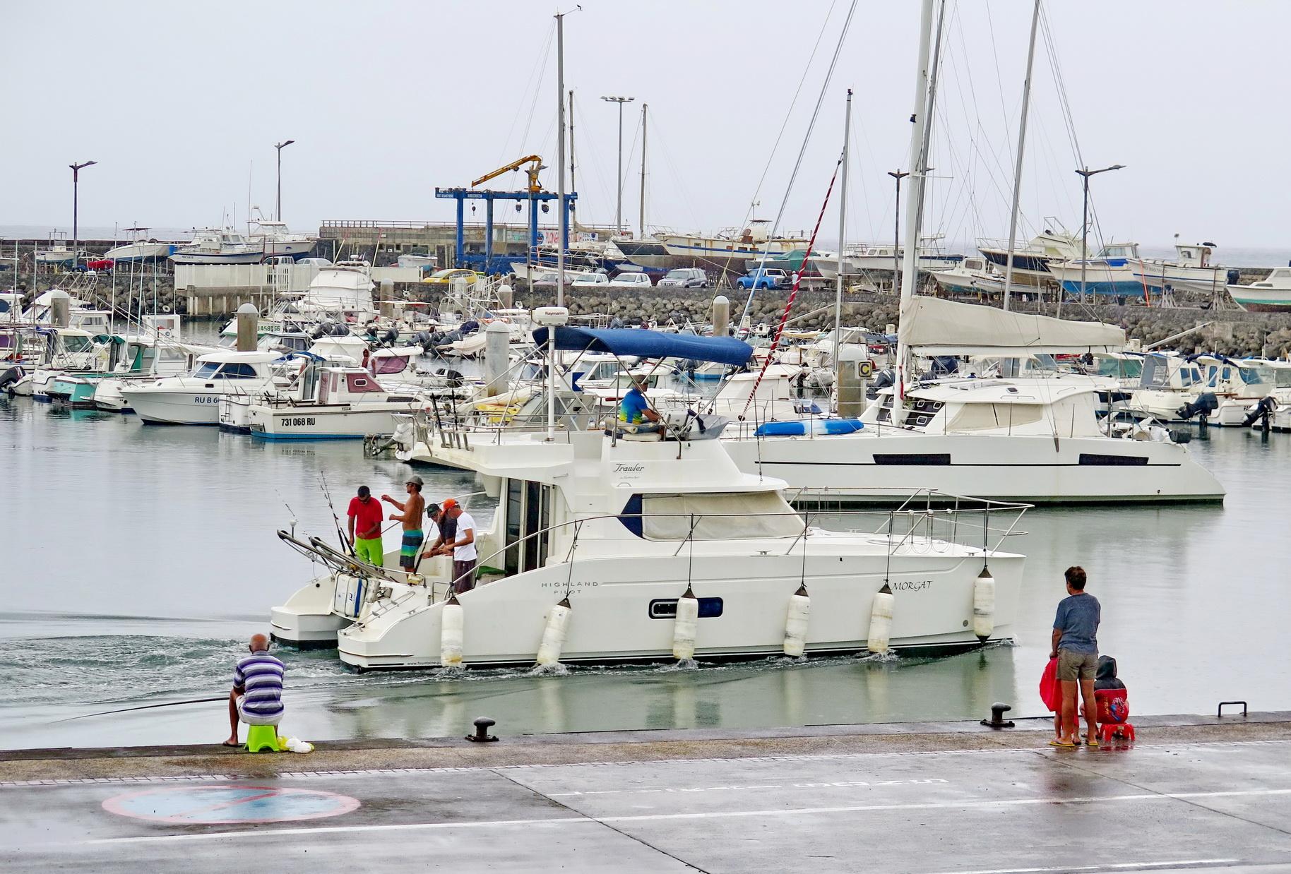 [Vie des ports] Les ports de la Réunion - Page 2 122694saintpierre014