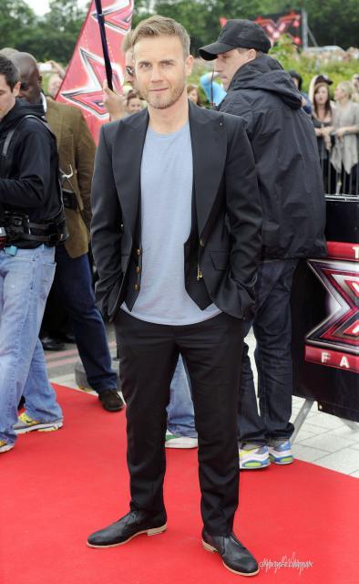Gary arrive à l'audition de X Factor à Birmingham 1/06/11 123181HQ006