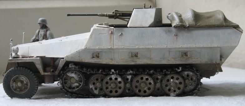 sd.kfz 251/17 ausf D 2cm schwebelafette  Dragon 1/35 124742IMG0065