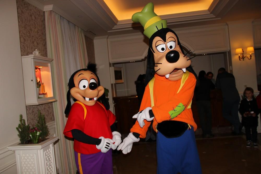 Vos photos avec les Personnages Disney - Page 2 131340IMG8051