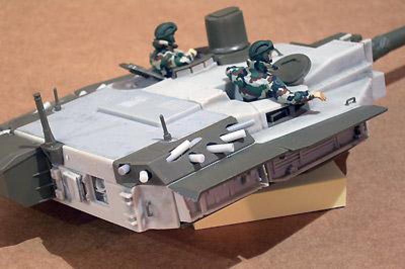 petite question sur la resine azimut  pour le char leclerc  137952AZI35189H266W400S35926