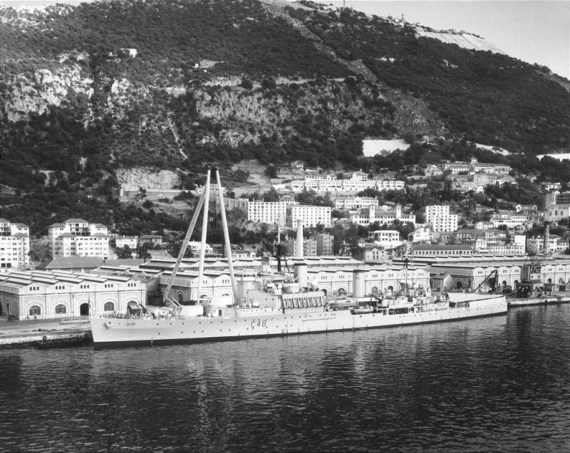 ROYAL NAVY CROISEURS LEGERS CLASSE CROWN COLONY 138401HMSGambiaquaiGibraltar