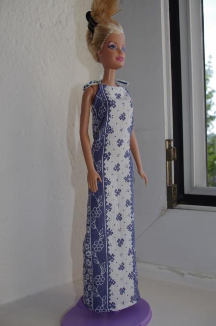 Couture et miniatures pour barbies, MH, muses!^^ 144425robebleue