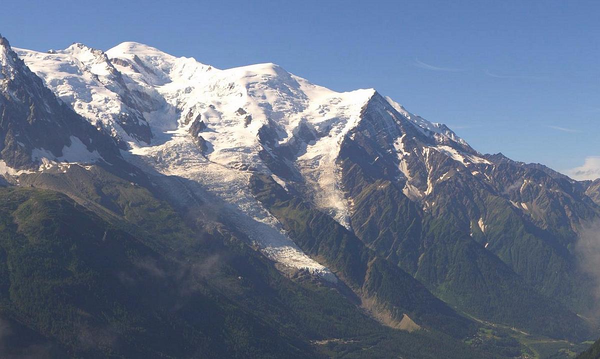 Observations neige dans le massif et la vallée - Page 7 145155MontBlanc11aot2016