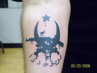 Call Of Duty dans la peau ... 147425CallofDuty4tattoo65862