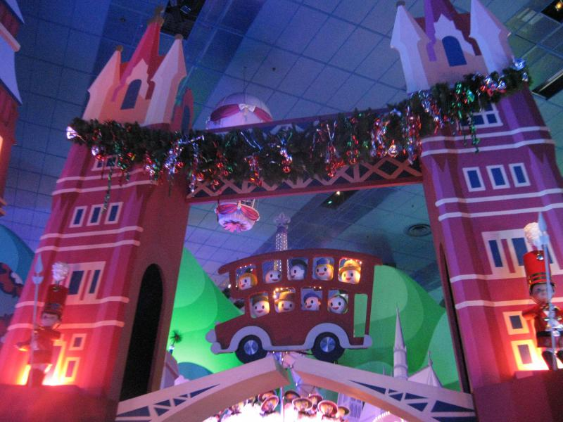 [Disneyland Paris] Disneyland Hotel - chambre Castle Club (8-10 décembre 2010) (début du TR p.9) - Page 8 148120IMG2046