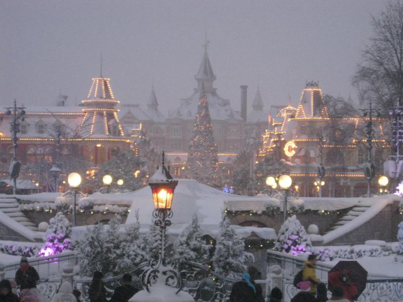 [Disneyland Paris] Disneyland Hotel - chambre Castle Club (8-10 décembre 2010) (début du TR p.9) - Page 8 152894IMG2030