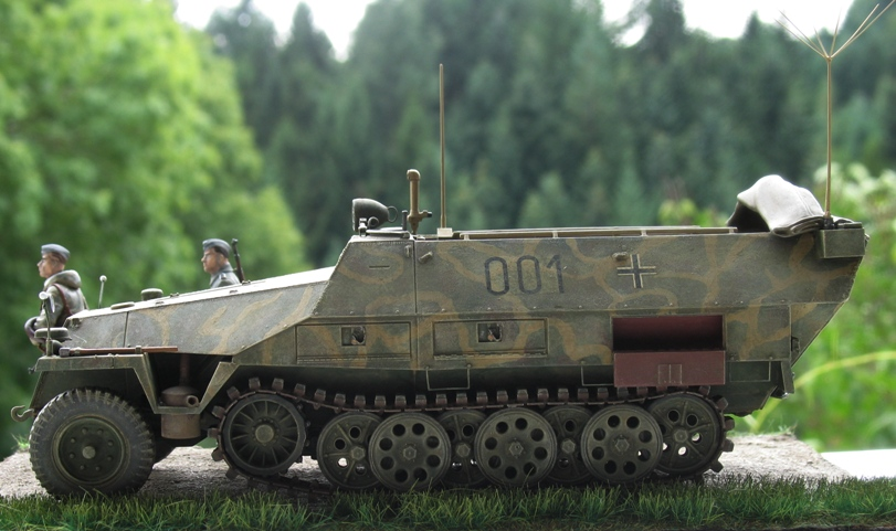 sd.kfz 251/3 Ausf D early  AFVclub 1/35 153471IMG0010