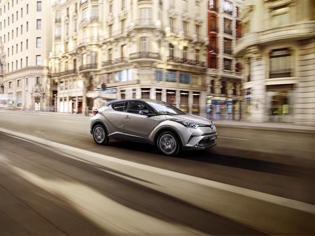 Les Hybrides Électrisent Les Ventes De Toyota En Europe 1674712016CHRDynamic02