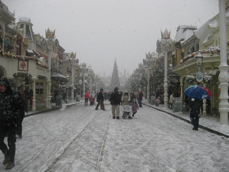 [Disneyland Paris] Disneyland Hotel - chambre Castle Club (8-10 décembre 2010) (début du TR p.9) - Page 8 174030IMG1972