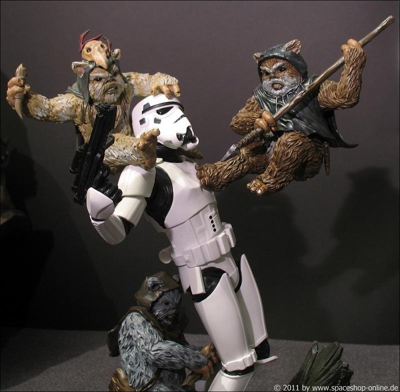 """Fall of the Empire"" – Ewoks vs. Stormtrooper Diorama 1784450156"