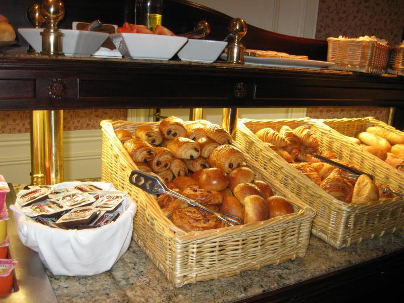 [Disneyland Paris] Disneyland Hotel - chambre Castle Club (8-10 décembre 2010) (début du TR p.9) - Page 10 179184IMG2433
