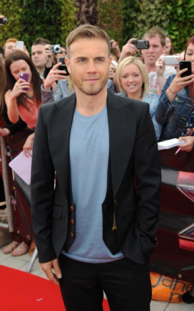 Gary arrive à l'audition de X Factor à Birmingham 1/06/11 183703MQ005