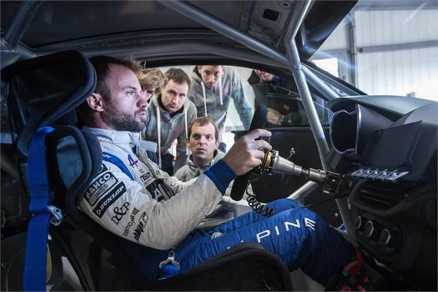 Alpine A110 Cup : une authentique voiture de course, taillée pour les plus grands circuits européens 204916211987142017AlpineA110Cup