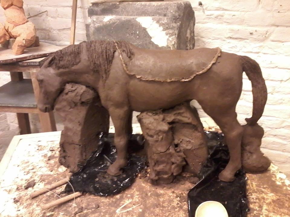 Femme nue et cheval (nu aussi ^^) 205742chevalenterrevider3