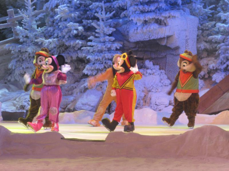 [Disneyland Paris] Disneyland Hotel - chambre Castle Club (8-10 décembre 2010) (début du TR p.9) - Page 8 209000IMG1943