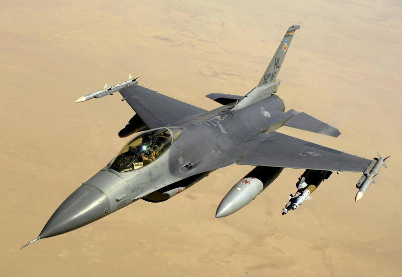 BOEING F/A-18E et F SUPER HORNET  213222LockeedMartinF16