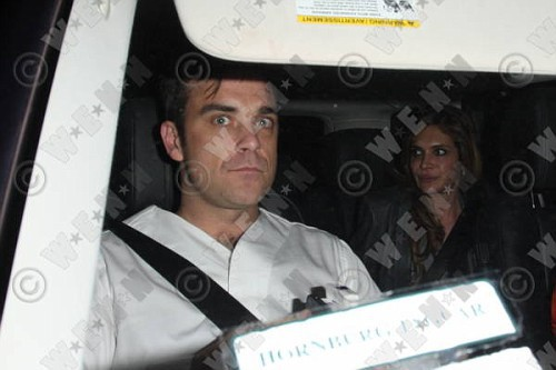 Robbie à Los Angeles 12-01-2011 219174lliams014wenn3164121previewvi