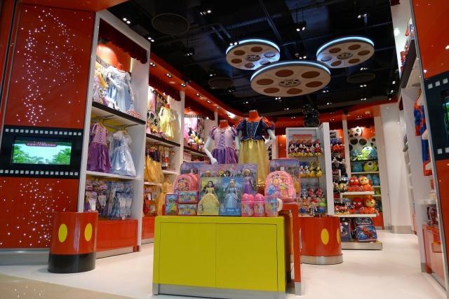 The Magic of Hong Kong Disneyland Store at Hong Kong International Airport (ouverture le 24 juin 2014) 227295HKDS2