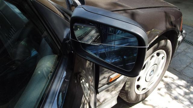[BMW E36] Remplacement du rétroviseur extérieur 2307261Rtroaccident