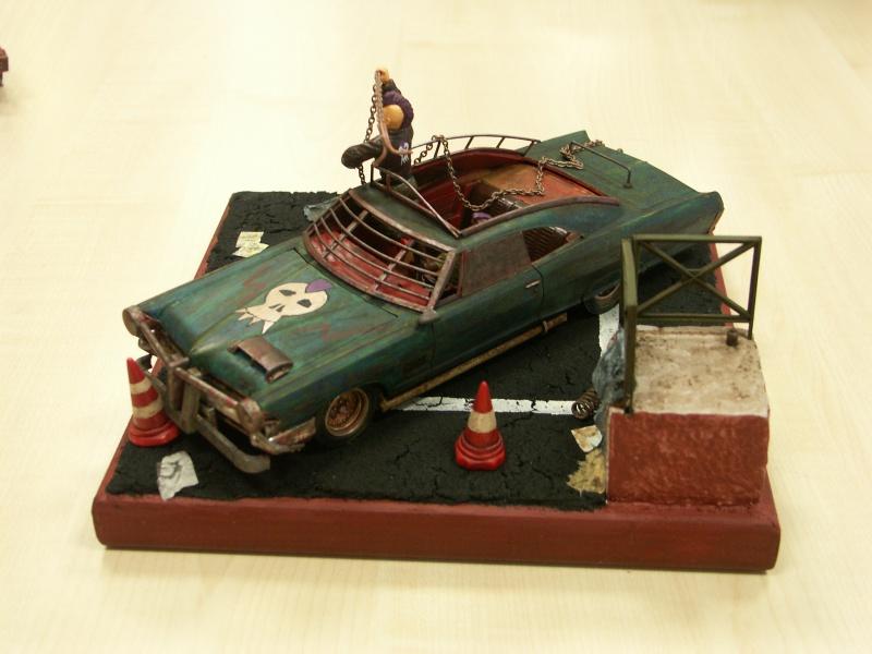 """Pontiac façon """"Mad Max"""" 1/24 avec base/décor  235163PICT7154"""
