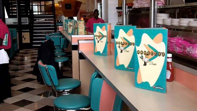 Annette's Diner (Disney Village) - Page 8 2382762285171518344907299242947262692656022270518n