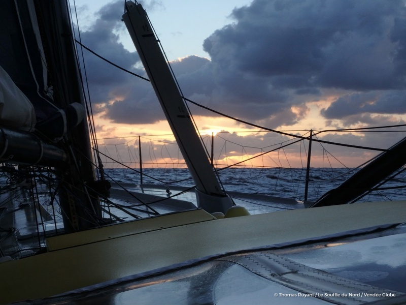 L'Everest des Mers le Vendée Globe 2016 - Page 6 240844photosentfromtheboatlesouffledunordonnovember7th2016at1813photothomasruyantphotoenvoyeedepuislebateaulesouffledunordle7novembre2016a1813photothomasruyantr16801200