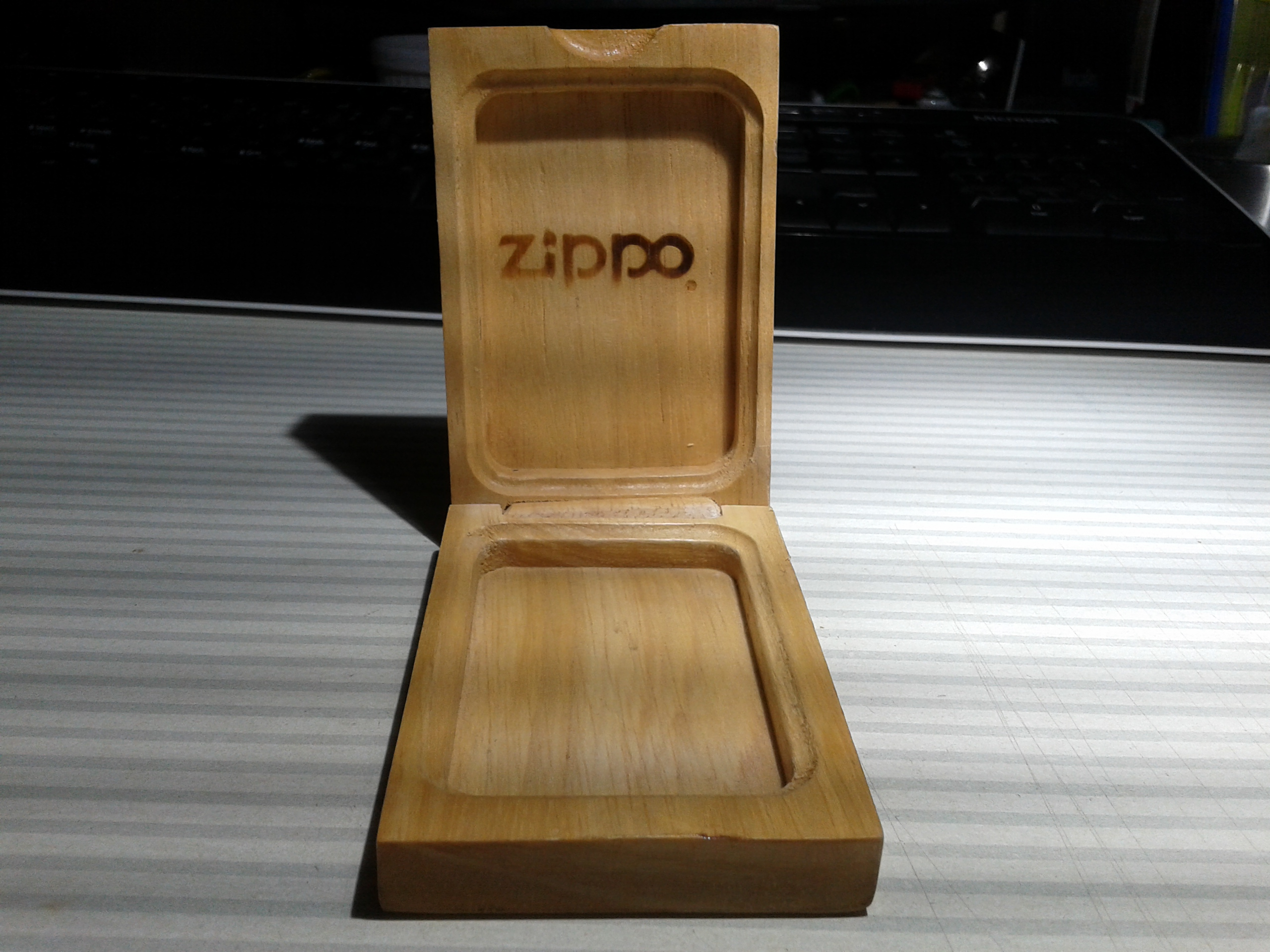 Les boites Zippo au fil du temps - Page 2 242381Prestige2