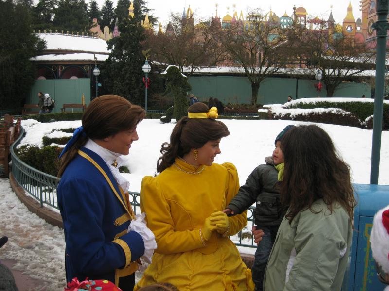 [Disneyland Paris] Disneyland Hotel - chambre Castle Club (8-10 décembre 2010) (début du TR p.9) - Page 10 253222IMG2471