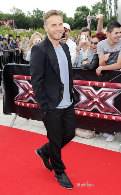 Gary arrive à l'audition de X Factor à Birmingham 1/06/11 258900HQ008