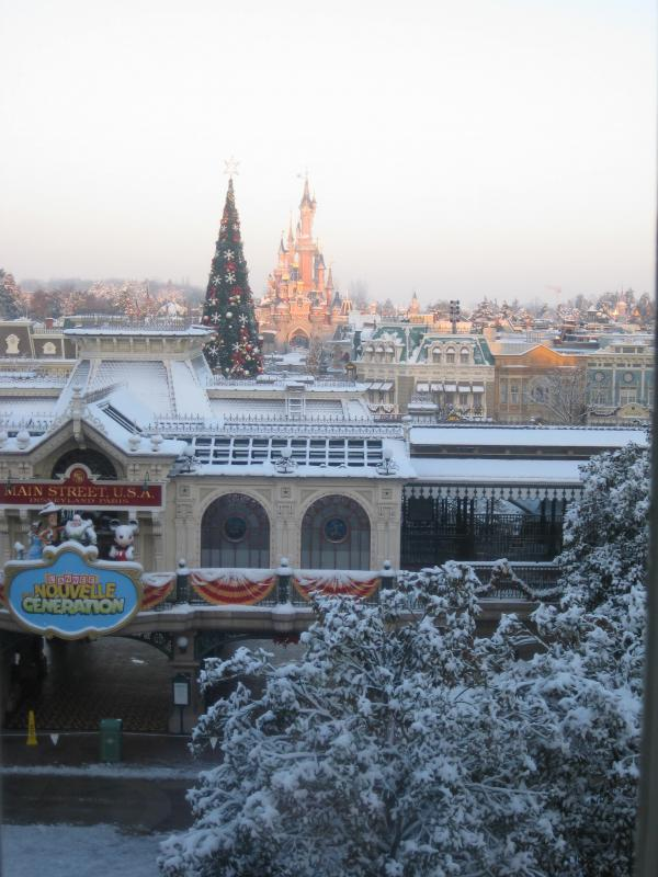 [Disneyland Paris] Disneyland Hotel - chambre Castle Club (8-10 décembre 2010) (début du TR p.9) - Page 9 269797IMG2128