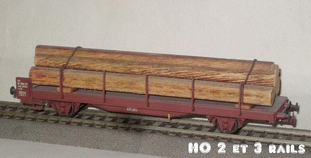 Wagons de marchandises fabriqués par ARPO 270667ArpoplatessieuxlongchargboisR